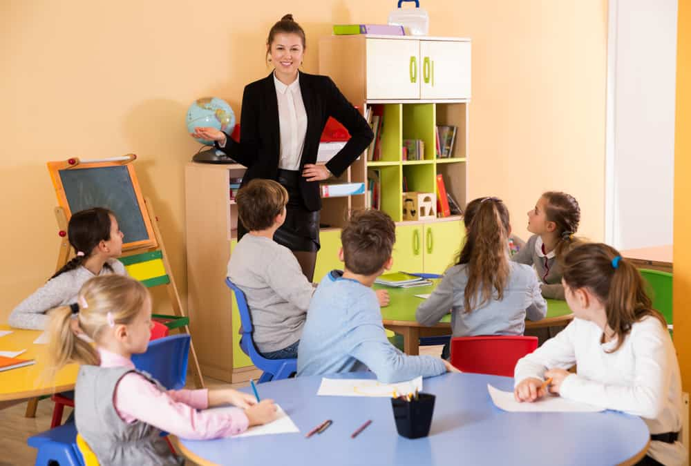 Teacher in front a classroom of young children